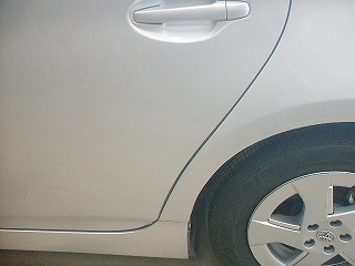 愛知県春日井市、小牧市にある【清水自動車】での運転ドアの板金塗装画像