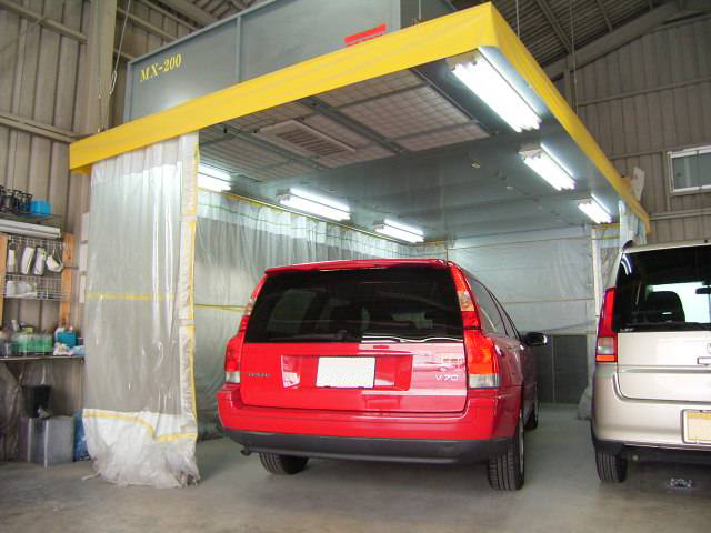 愛知県春日井市、小牧市にある【清水自動車】の鈑金塗装ブースの写真